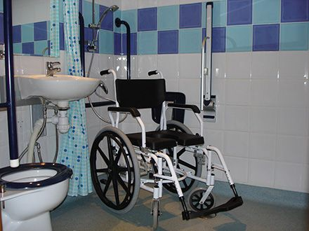 Wheelchair accessible wet room shower
